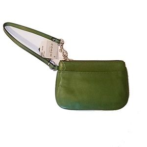 40 Coach Small Leather Wristlet Green